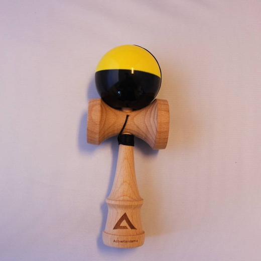 Active V2 Tacky Half-Split Yellow/Black i gruppen LEKSAKER / Kendama / Active Kendama hos Spelexperten (ACT-THS02)