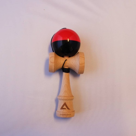 Active V2 Tacky Half-Split Red/Black i gruppen LEKSAKER / Kendama / Active Kendama hos Spelexperten (ACT-THS03)
